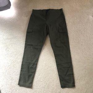 Gap size 6 olive cargo leggings